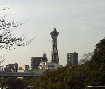 大阪市立美術館の前から見た通天閣
