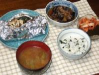8/24 夕食 鮭のホイル焼き、茄子の揚げ浸し、キムチもずく酢、枝豆のみそ汁