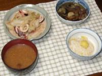 8/30 夕食 イカとキャベツの温サラダ、茄子と油麩の煮物、なめこのみそ汁、栗ご飯