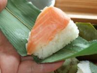 8/8 昼食 ゐざさ寿司セットの笹巻き鱒寿司
