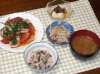 9/4 夕食 イカとトマトのニンニク炒め、ごぼうサラダ、冷や奴、枝豆のみそ汁、赤飯