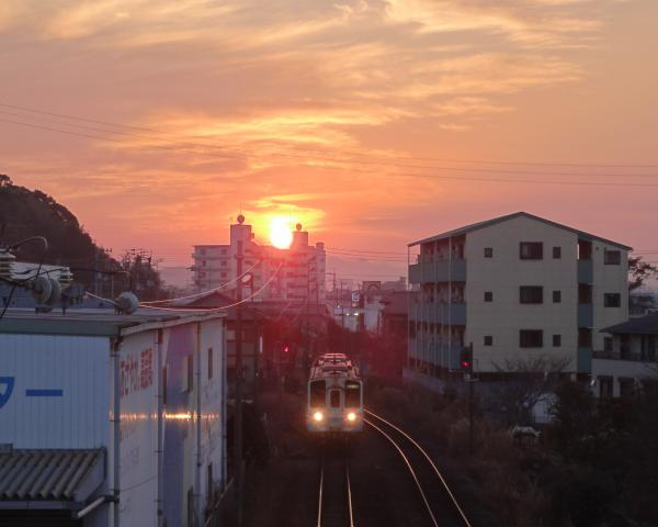 汽車と夕日