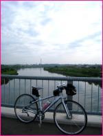 那珂川の上(遠くにエレバータ塔が)