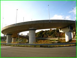 鶴首アクセスのループ橋