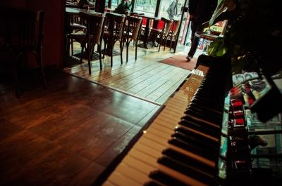 ピアノのあるパブ