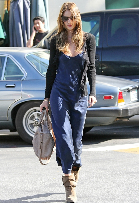 Rosie Huntington-Whiteley shops at Max Azria in Los Angeles