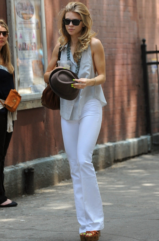 "AnnaLynne McCord Leaving her play, ""Love, Loss and What I Wore"""