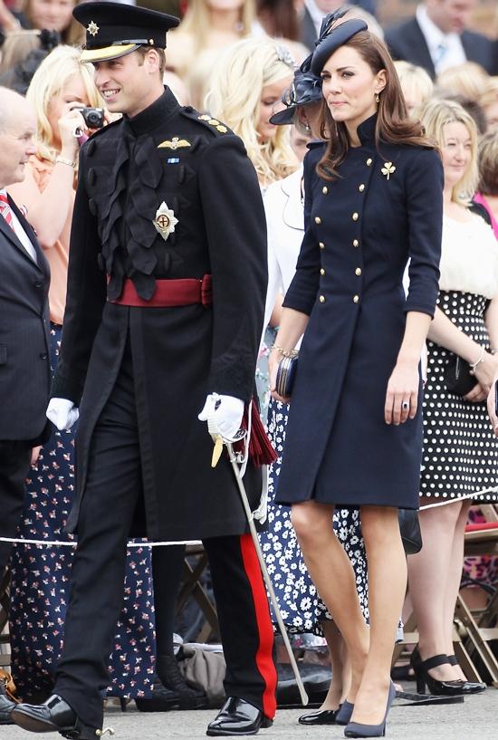 プリンセス・キャサリン流 ミリタリールックのエレガントな着こなし術