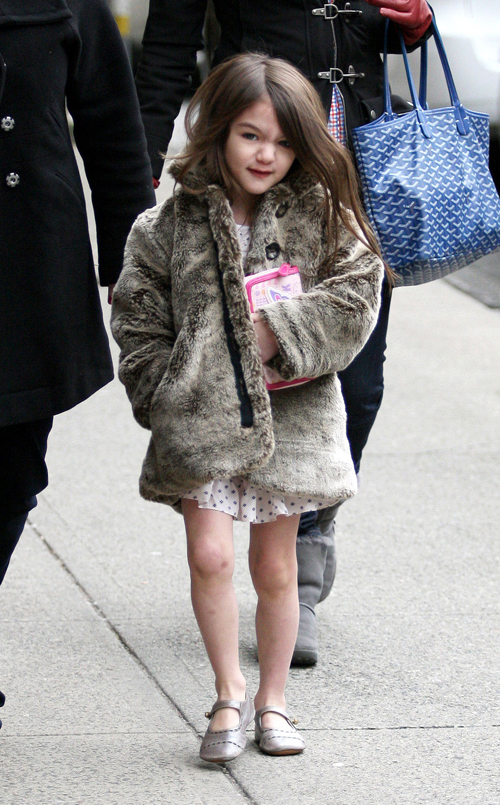 Suri Cruise Goes To The Library