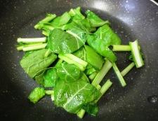 イカ缶と小松菜カルボナーラ 調理②