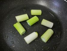 イカゲソとねぎのチーズ焼き 調理①