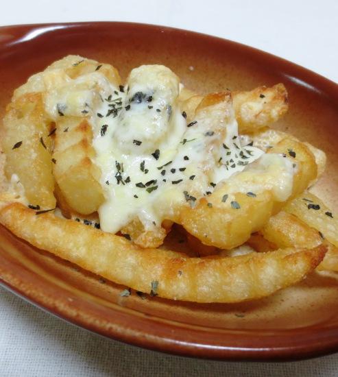フライドポテトのバジルチーズ焼き 大