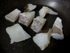 タラとキャベツの塩昆布炒め 調理①