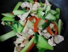 青梗菜と豚肉の炒め 調理②