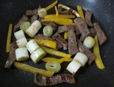 牛肉のタバスコ黒胡椒炒め 調理③