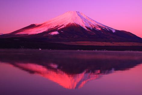 山中湖から朝焼けの富士
