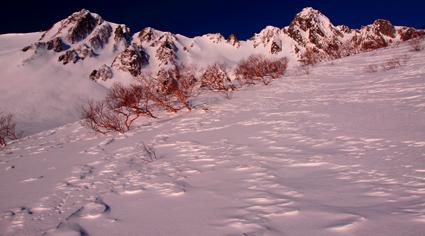 宝剣岳と雪原