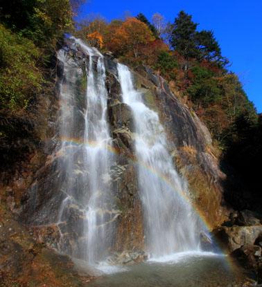 虹かかる不動滝