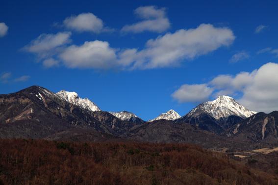 新雪の八ヶ岳と雲・北杜市大泉にて