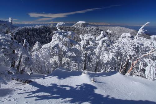 厳冬の蓼科山と北アルプス遠景