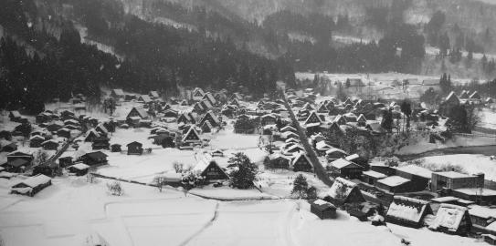 萩町展望台から世界遺産の白川郷モノクロ