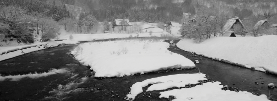庄川と合掌集落雪景色