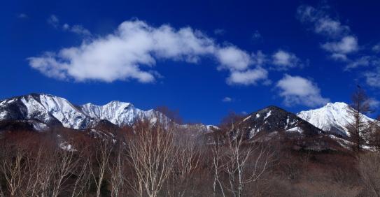 赤岳から権現岳へ雲のアーチ
