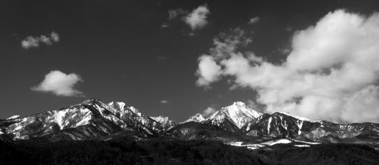 雲の映える南八ヶ岳・モノクロ
