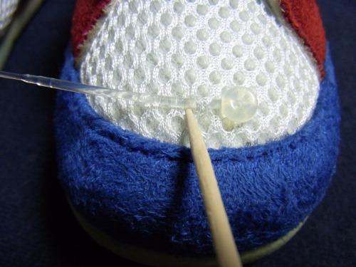 ビーズの穴が狭くて入らないので大きく削ります