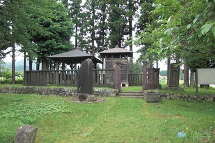 佐原義連の墓所