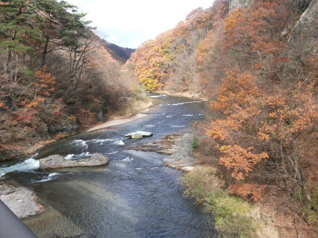 吹割の滝の反対側