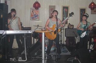 20101211THE BUNNIES LIVE BAR MUSZE 002