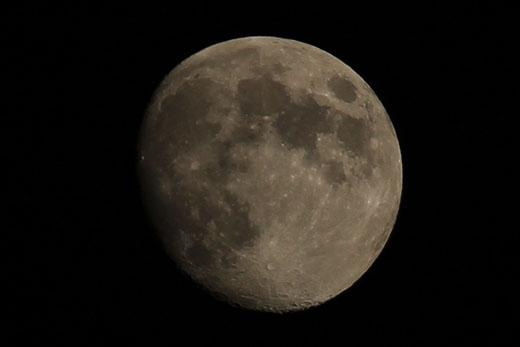 十三夜の月 111009-1859