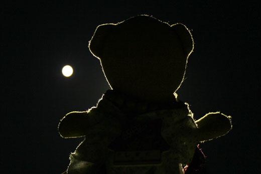 満月を見る 111012