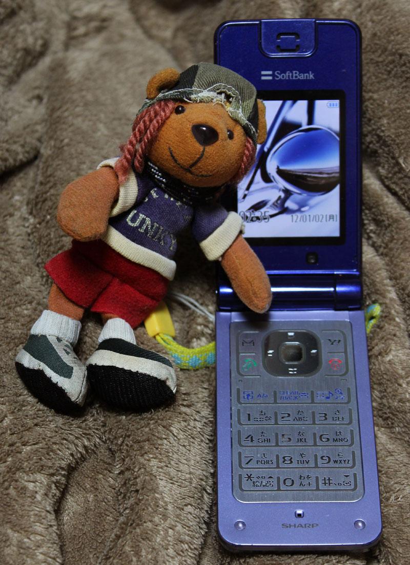 携帯電話とくまストラップ