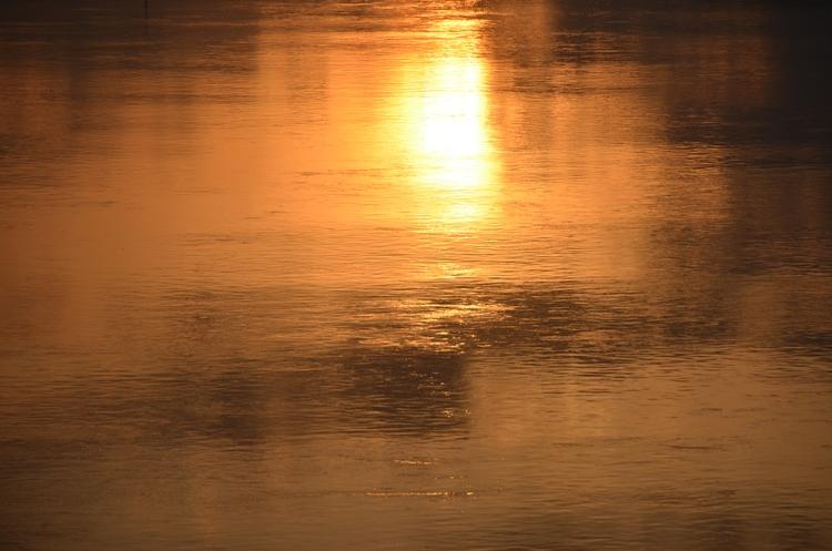 川面の夕陽-3
