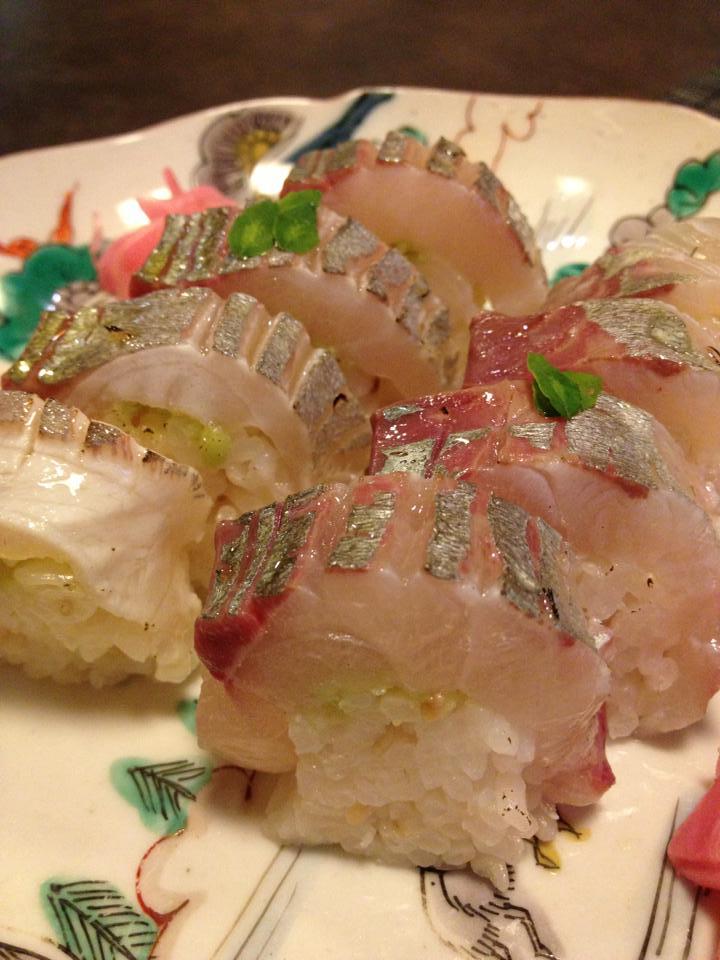 活き縞アジ炙り寿司