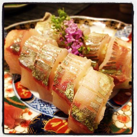 定番【ぴちぴち活きアジ炙り寿司】