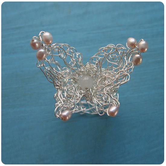 蝶のリング ピンクパール