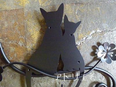 猫2匹+クローバー妻飾り