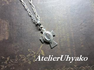 130213クロスペンダント~祈り~(乳白色)