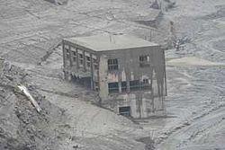 250px-姿を現した旧大川村役場2005年8月20日