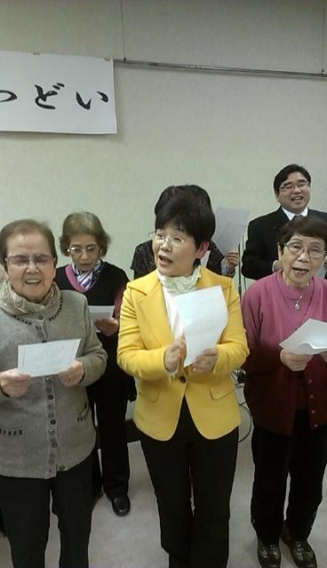 いそみ恵子市会議員も一緒に歌う
