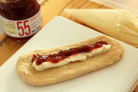 14.01.12いちごクッキーパン_成形