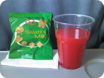 2日目 飛行機のオレンジシュース