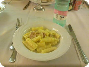 3日目 昼 前菜:カルボナーラ