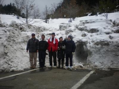 20110201あやべ温泉納品雪の山
