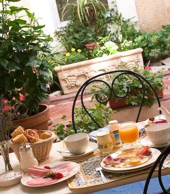 image_breakfast_breakfastterrace_1.jpg