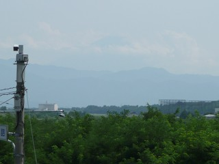 歩道橋より富士山を望む