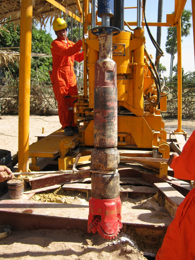 マグウェで井戸を掘っています